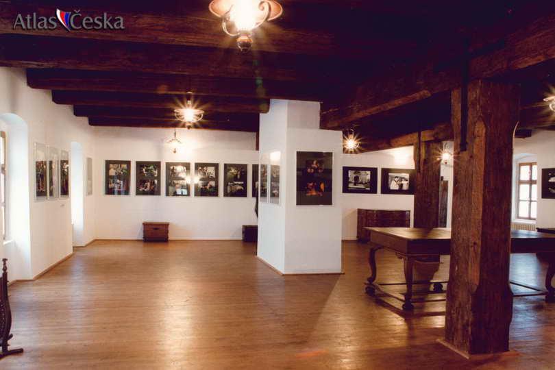99d33353e89 U zrodu Městského muzea ve Valašských Kloboukách stála Musejní společnost.  Ta vznikla v roce 1933 a stejného roku založila i muzeum.